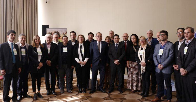 Mais de 100 representantes de governos locais, regionais e nacionais se reúnem para se capacitarem sobre questões ambientais na Argentina